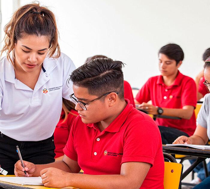 UDEM y Autofin darán becas a estudiantes
